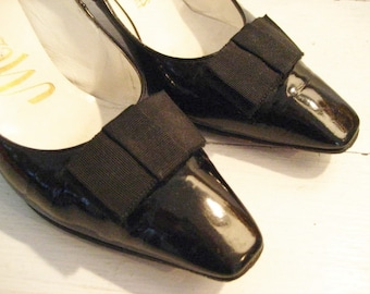 Sz 7 Vintage Patent Leather Heels with Bow Accents- Size 7 Medium