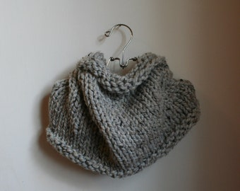 Chunky Knit Loop Cowl Infinity Scarf   the JAMES   in Grey Marble