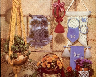 Accenting with Macrame - Vintage Macrame Pattern Book