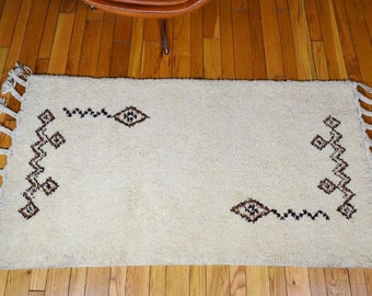 """NOS Authentic Vintage MCM 1960's Moroccan Beni Ourain Tribal Handmade Rug Size 64"""" x 30"""""""