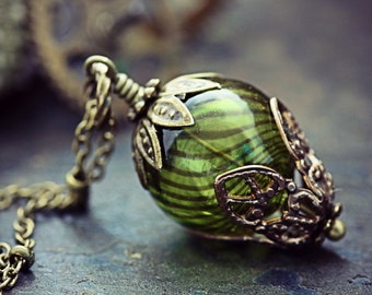 Hot Air Balloon Necklace Absinthe Green Glass Bead Balloon Pendant Around the World 80 Days Hollow Airship Steampunk Jewelry