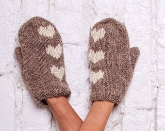Knitted mittens Wool mittens Hand knitted hearts gloves Beige mittens Hearts mittens Winter women wool knitted gloves Valentine's day gift