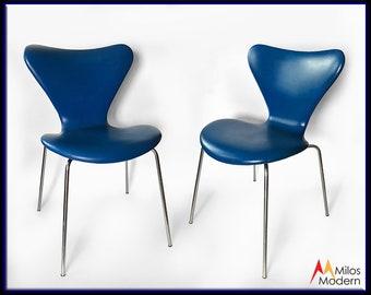 Danish 1969 Set of 2 Pair Arne Jacobsen Series 7 Chairs Blue Upholstered Vinyl