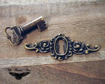 Keyhole Connector Pendant with Matching Skeleton Key Keyhole Set Antiqued Bronze Steampunk Key
