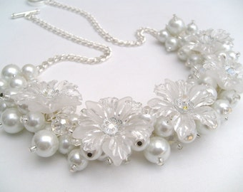 White Pearl Beaded Necklace, Bridal Jewelry, Winter Wedding, Cluster Necklace, Chunky Necklace, Snowflake, Floral Jewelry, Bridesmaid Gift