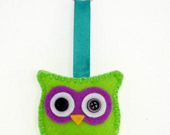 Felt Owl Keyring Keychain green/purple - handsewn with keychain