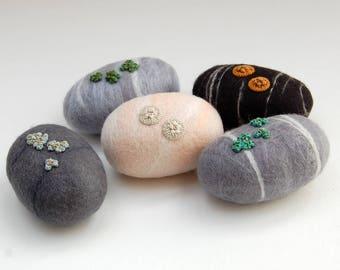One medium felt stone, felt ornament, felt pebbles, nature decor, nature art, lichen pebble, wet felted stones, woodland ornament