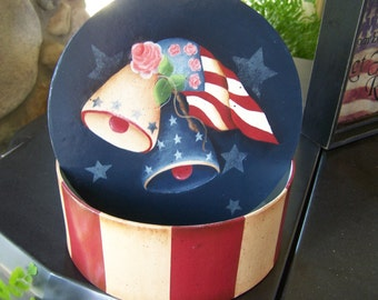 Paper mache', patriotic, primitive, folk art, round box