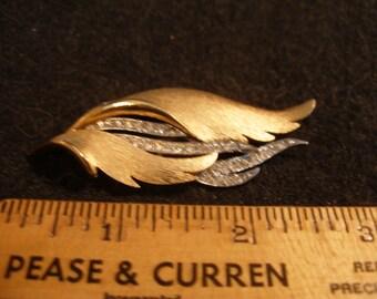 Gold Tone Rhinestone Leaf Brooch(578)