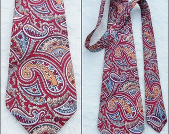 """Vtg mans red paisley wide tie French wide 70s paisley patterned neck tie 4.5"""" wide 54"""" long"""