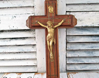 ViNTaGe WooDeN CRuCiFiX WiTH HiDDeN CoMPaRTMeNT - CiRCa 1940's