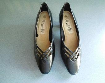 Black Lattice Top Heels Pumps by Comfort Plus Size 7 1/2W, In Very Good Vintage Condition