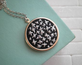 Silver Star Embroidered Necklace - Boho Outer Space Star Embroidery Necklace - Modern Night Sky Minimalist Embroidery Pendant Jewelry Gift
