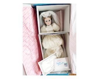 "RARE) NEW! 21"" Madame Alexander Limited Edition Porcelain Collection 001 Bride 1022/2500 Original Full Set Box +COA + Tag + Booklet + Base"
