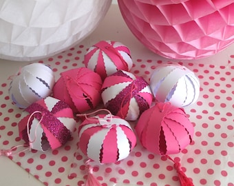 Set of 8 lanterns in paper with dark pink and white PomPoms