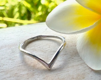 Chevron ring, silver chevron ring, chevron ring, silver ring, V ring, silver V ring, gifts for her, minimalist ring, stackable ring