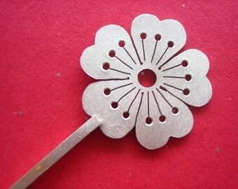 Sakura HairOrnament/Sweater Pin