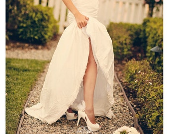 Wedding Shoe Clips. Ivory White Black Blue Pink Feathers Rhinestone. Spring Bride Bridal Bridesmaid MOH, Shabby Chic Statement Bachelorette