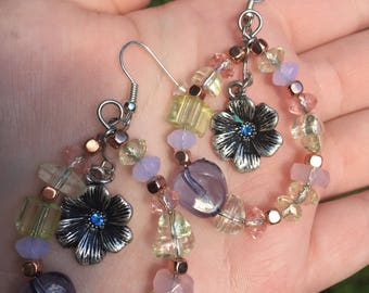 Mother's Day beaded earrings with flower in the middle.