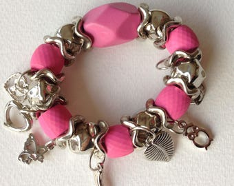 Bracelet - pretty pink bead bracelet retro design with silver charms