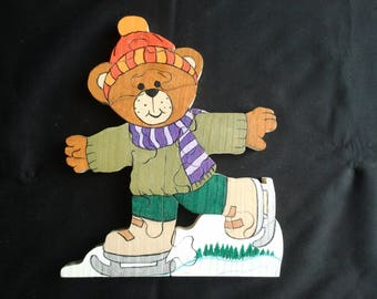 Puzzle 'Teddy bear making skating on ice' white pine wood
