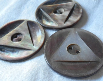 Set of 3 VINTAGE Large Carved Triangle Smokey Shell Sew Thru BUTTONS