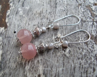Minimalist earring, old pink glass bead