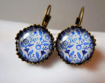 Delft blue earrings, blue and white flower earrings, filigree lace, gift for women, antique bronze glass dome, vintage Dutch Holland style