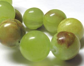 Jade Beads 14mm Natural Chartreuse Green Jade Smooth Round Beads  - 10 Pieces
