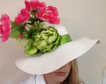 Oversize Kentucky Derby Hut Kirche großen breiten weißen Hut Rosa und grün Krempe