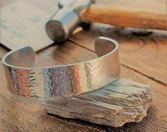 Cuff Bracelet//Hammered texture//Aluminium//Handmade