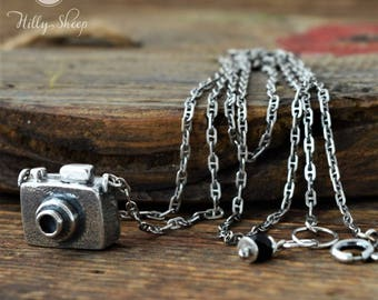 Silver necklace camera.handmade necklace.gift for globtroter.gift for the photographer.silver camera.camera on a chain.silver necklace