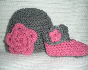 Baby girl gift, hat and bootie set, gray pink flower, crochet baby hat, baby girl hat, baby shower gift, newborn photo prop, 0-3 month