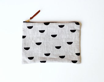 medium zipper pouch - scales black on natural
