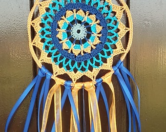 Dreamcatcher crochet mandala in cotton, ribbons and beads