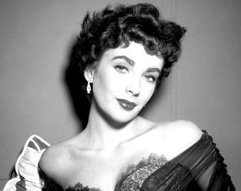 Elizabeth Taylor, Black and White Photo Picture Celebrity Print