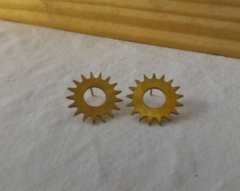 Earring studs in watch mechanism parts recycled