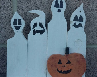 Little ghosts and pumpkin decorative shelf. Made from 100% reclaimed pallet wood.