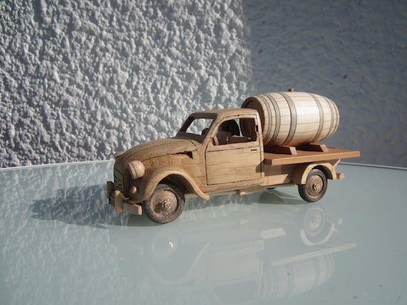 voiture en bois ch ne d 39 une 2 cv pick up citro n. Black Bedroom Furniture Sets. Home Design Ideas