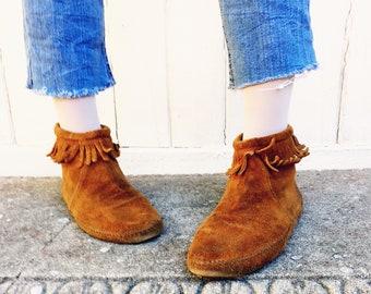 Vintage Minnetonka Moccasins Booties 70's Size 9.5 Fringe Suede