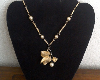Goldtone Leaf Leaves with Pearl Necklace  // Costume Jewelry