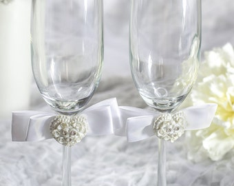 Rhinestone Pearlized Heart Rose Bouquet Wedding Toasting Glasses - Custom Engraving Available - 30405