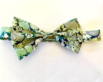 SHIPS IMMEDIATELY, blue bow tie, pre tied, men's bow tie, fall, liberty print, freestyle bow tie, blue