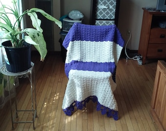 Crochet afghan: soft white and purple shell stitch