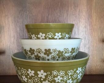 Vintage Pyrex Spring Blossom Mixing Bowls, Nesting Set