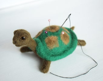 Green Turtle Needle felted pincushion Little tortoise Needle holder Wool figurine