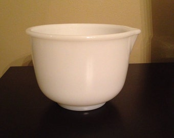 Vintage Sunbeam Glasbake Milk Glass Mixing Bowl MINT CONDITION