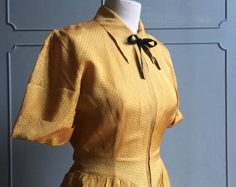 Vintage 1940s Dressing Gown -  Roxy Zip Front  - yellow Jacquard rayon - size M