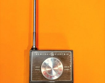 Vintage G.E. Transistor Pocket Radio AM FM - Works!