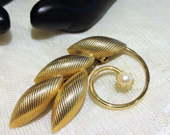 Pretty Faux Pearl and Textured Hollow Leaf Brooch